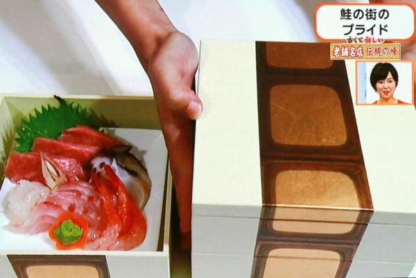 醤油はらこと塩引鮭が彩りを添えます
